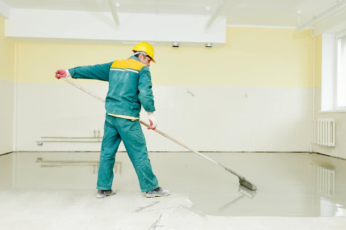 Betonvloer verven: Waarop je zeker moet letten + Prijzenoverzicht